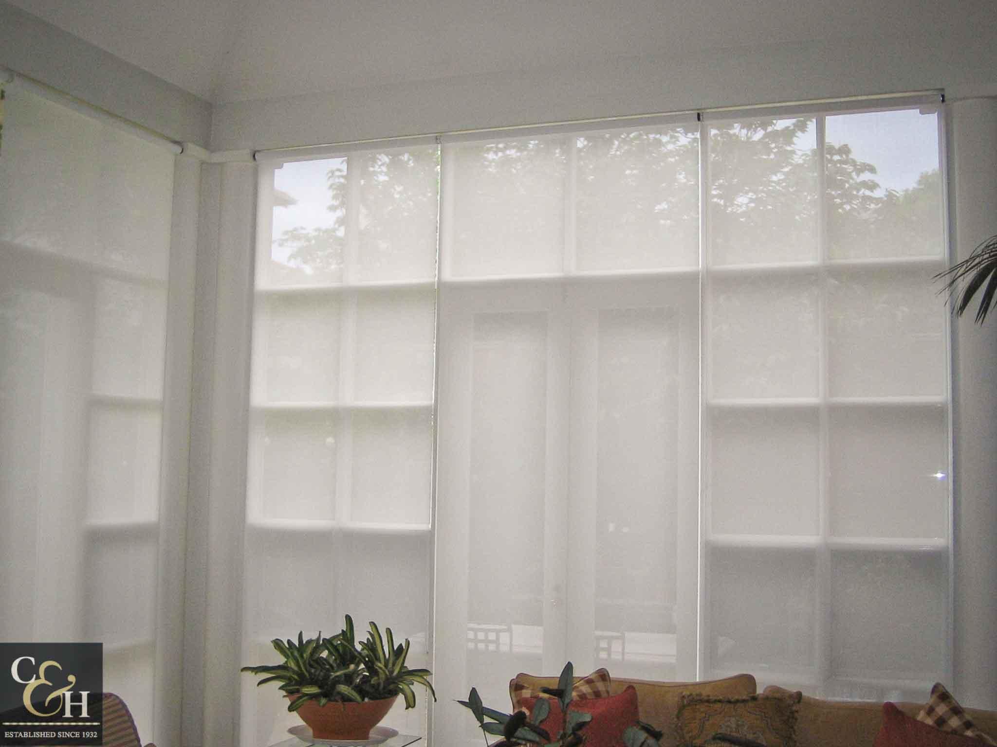 Screen-Roller-Blinds-16.1 inside a living room