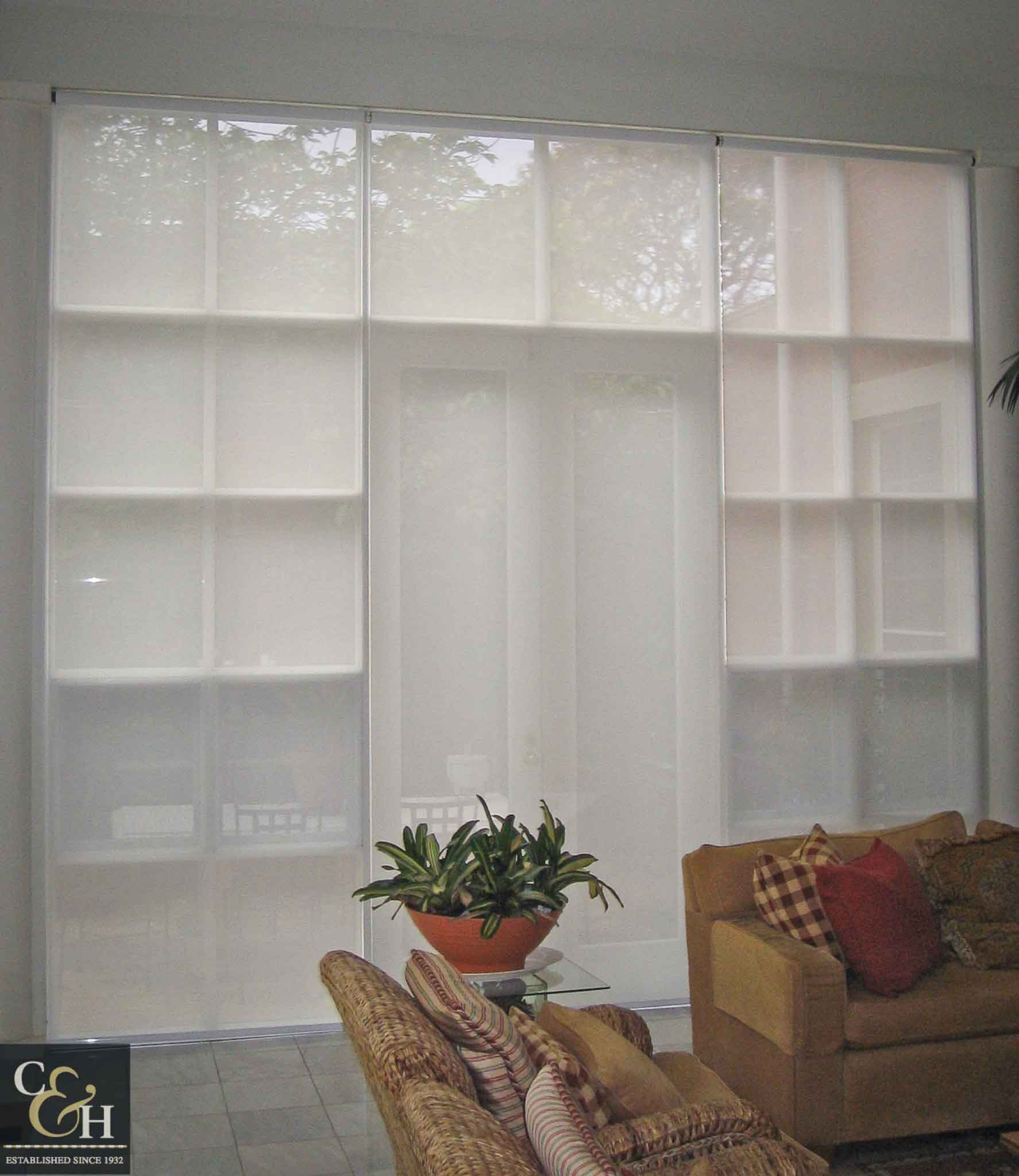 Screen-Roller-Blinds-18 inside a dinning room