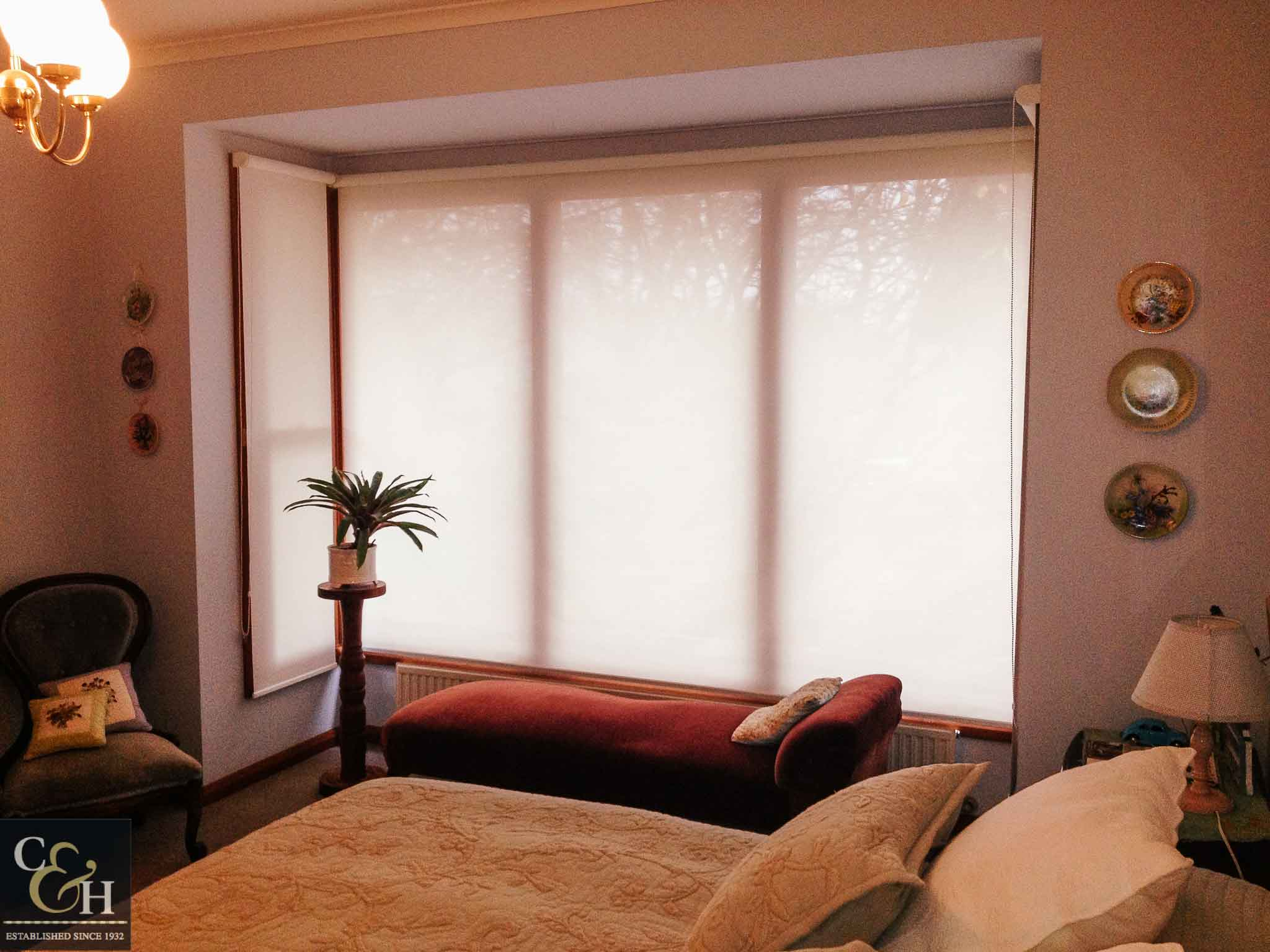 Screen roller blinds 40 inside a bedroom